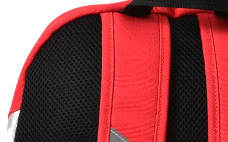 背中のエアメッシュ加工により、クッション性、通気性が有り、背中が蒸れにくい仕様になっています。